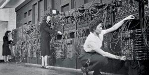 Pessoas operando o ENIAC